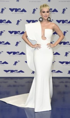 x71277598_Katy-Perry-arrives-at-the-MTV-Video-Music-Awards-at-The-Forum-on-Sunday-Aug-27-2017-in.jpg.pagespeed.ic.RpfQyG5O_d
