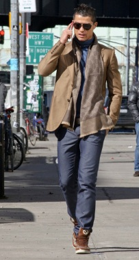 cristiano-ronaldo-gucci-blazer-jacket-spring-2011-scarf-sneakers1